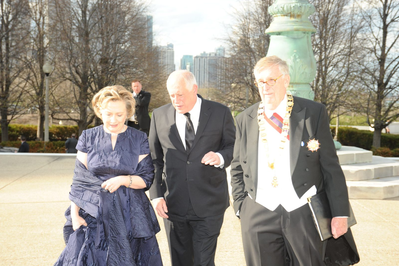 saturday-night-gov-pat-quinn-chancellor-thomas-s-johnson-greet-secretary-hillary-rodham-clinton-upon-arrival-at-the-field-museum-14